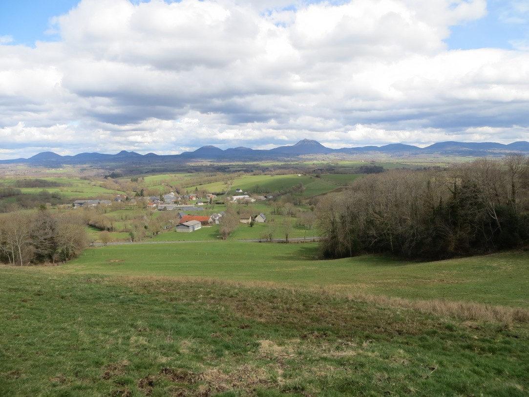le beau panorama de la chaîne des puys (La Miouze, 4 avril 2018)