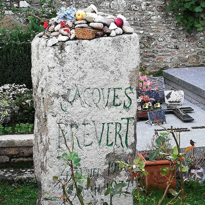 Tombe de Jacques Prévert à Omoville la Petite