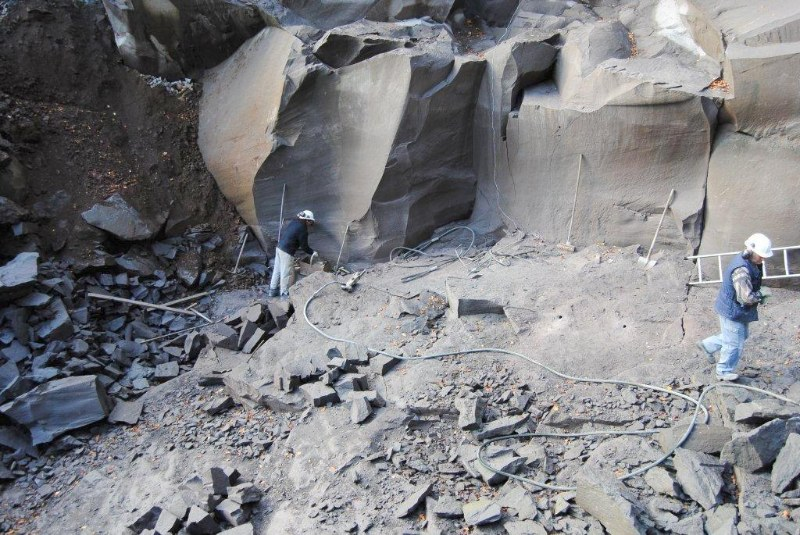 Découverte de la pierre de Volvic à la carrière Mallet (20 octobre 2011)