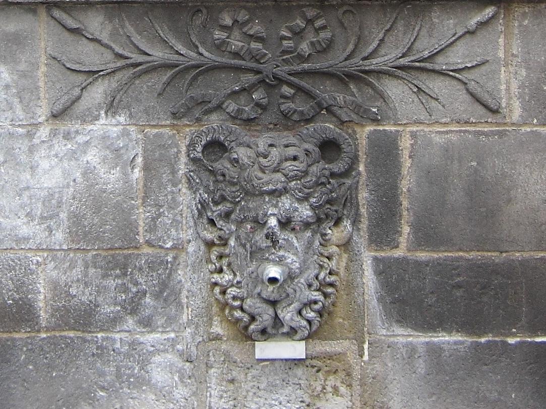 Riom, fontaine d'Adam et Eve : aegipan – XVIIe